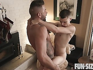 Fun Size Boys - Austin & Dolf - Chapter 1 Santa's Little Hel bareback (gay) big cock (gay) blowjob (gay)