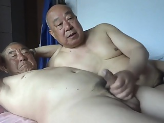 chinese oldman happy 21:56 2019-04-30